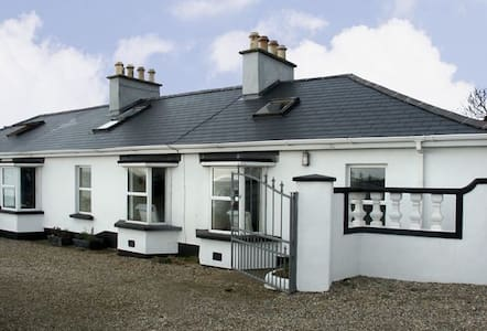 Heron Cottage, Kilmore Quay, Co. Wexford - 2 Bed - Sleeps 3 - Casa