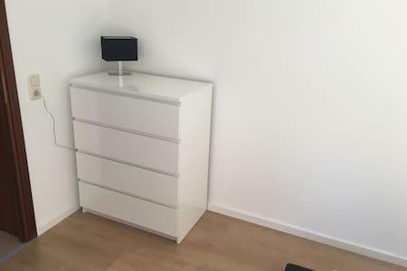 Helle freundliche Souterain Wohnung - Apartment