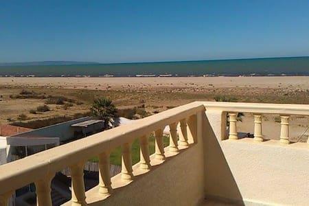 Villa au bord de mer, à 10 mn de Gammarth - Ev