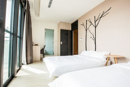 Mo默默旅宿/ 溫馨家庭四人房(乾濕分離衛浴設備、浴缸、陽台)302 - Szoba reggelivel