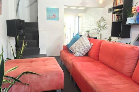 Large Room w/ Desk, in Best Beachside Location - Newcastle East