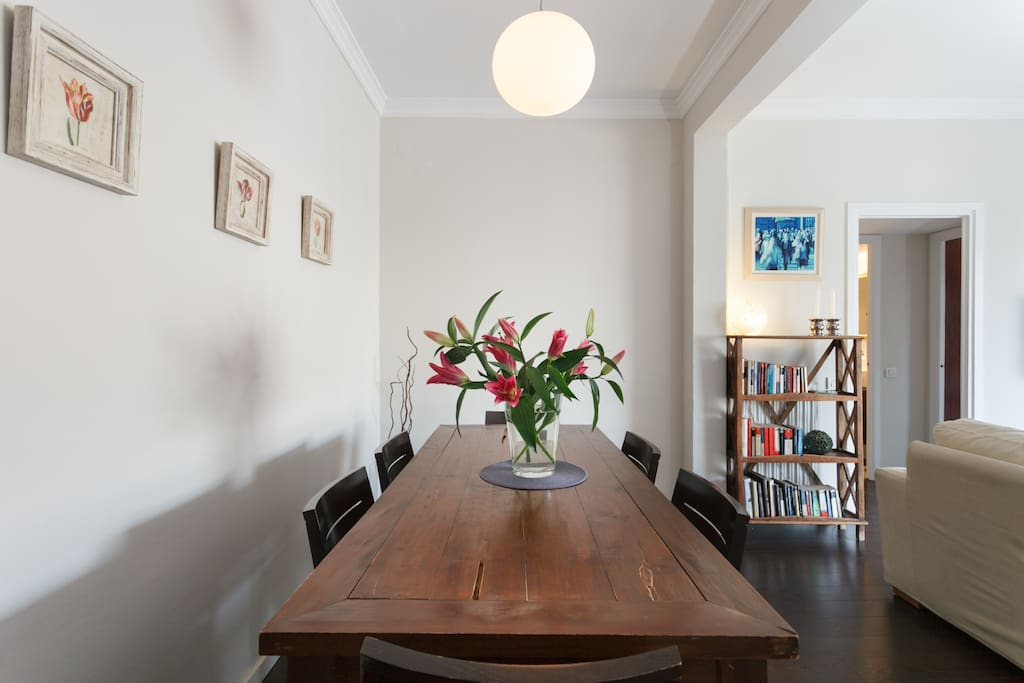 Large delightful bright living area with dinning table