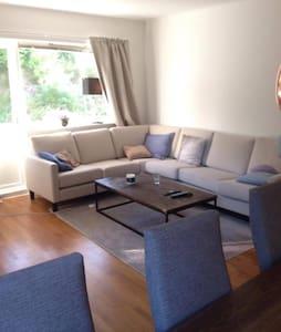 Bedroom in cozy apartment, 15 min. from centrum - Leilighet