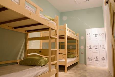 「框框」背包客棧:8人混合房 - Longjing District - Huis