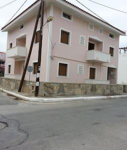 Koulizos Apartments - Samos