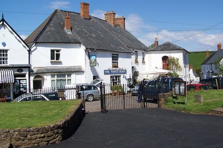 The White Horse Inn - Bed & Breakfast