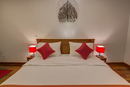 The Red Room & Homestay + Pick Up - Szoba reggelivel