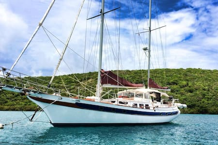 Sailboat Ragamuffin BnB on a yacht - St Thomas - Barca