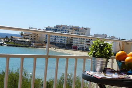 Apartment with direct sea view, S' Illot - S'Illot - Appartement