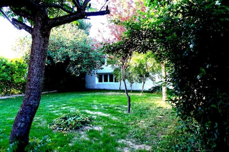 Petite maison charmante à 20 minutes de Bordeaux - Hus