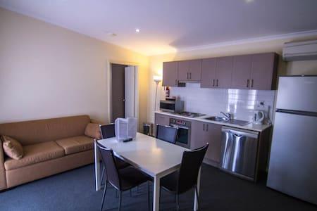 Modern 2 Bedroom Apartment - Apartment