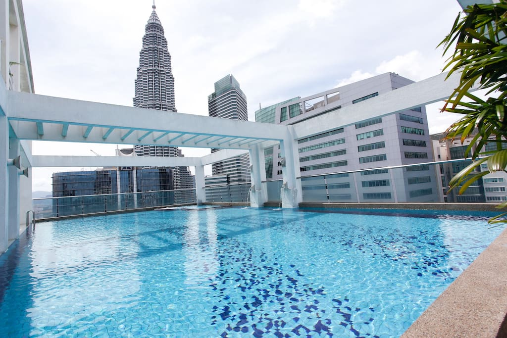 Gorgeous Rooftop Pool with KLCC Views