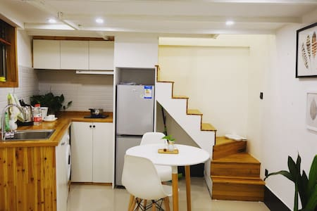 New Wooden LOFT in French Concession市中心法租界复式小木屋 - Shanghai - House