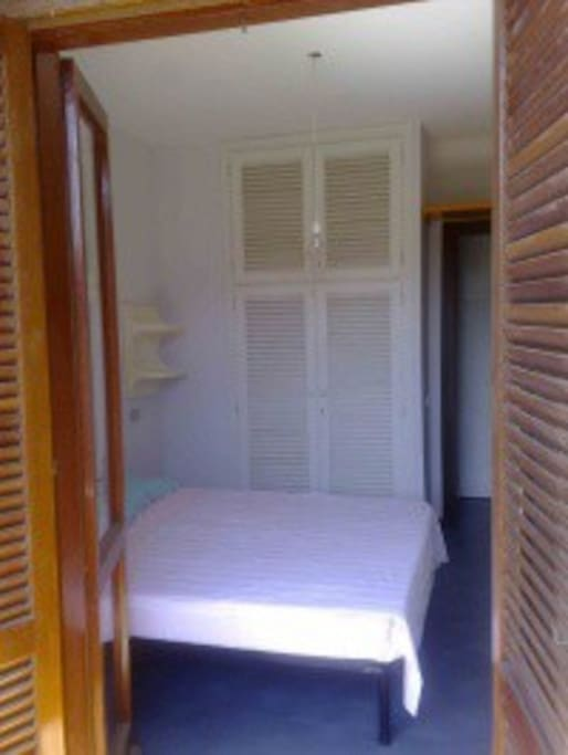 CAMERA DA LETTO CON ARMADIO - BEDROOM WITH WARDROBE