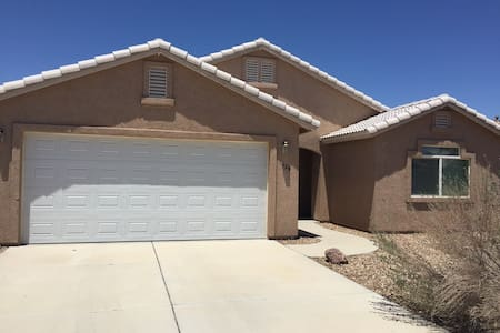 Great Family Home, Less than 5 mins to the River! - Fort Mohave