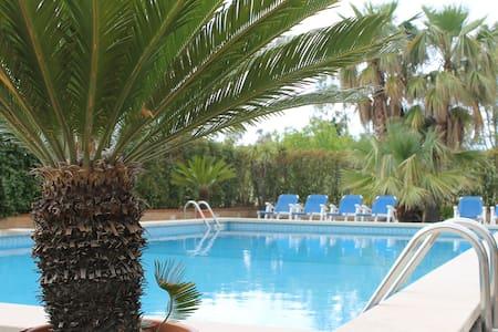 villa con piscina immersa nel verde - Gualtieri Sicaminò