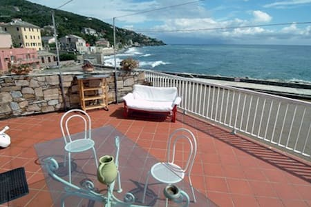 Apartment with terrace on the sea - Apartment