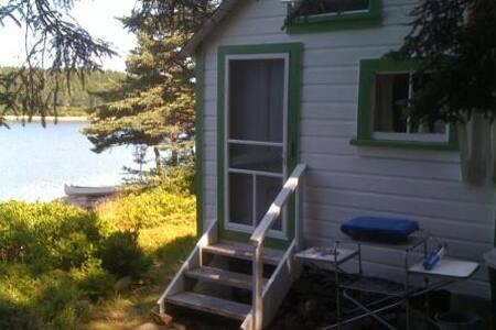 Swans Island Maine Shorefront Cabin - Kisház