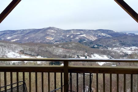3/2 Sugar Mountain Top Condo with Jacuzzi - Condominium