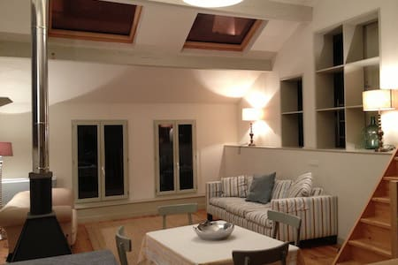 Loft style village apartment - Huoneisto