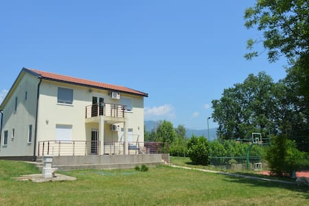 Green-sport friendly near Podgorica - Hus