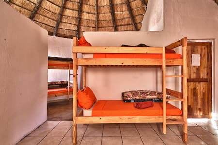 Sheri's Backpackers - Dormitorio