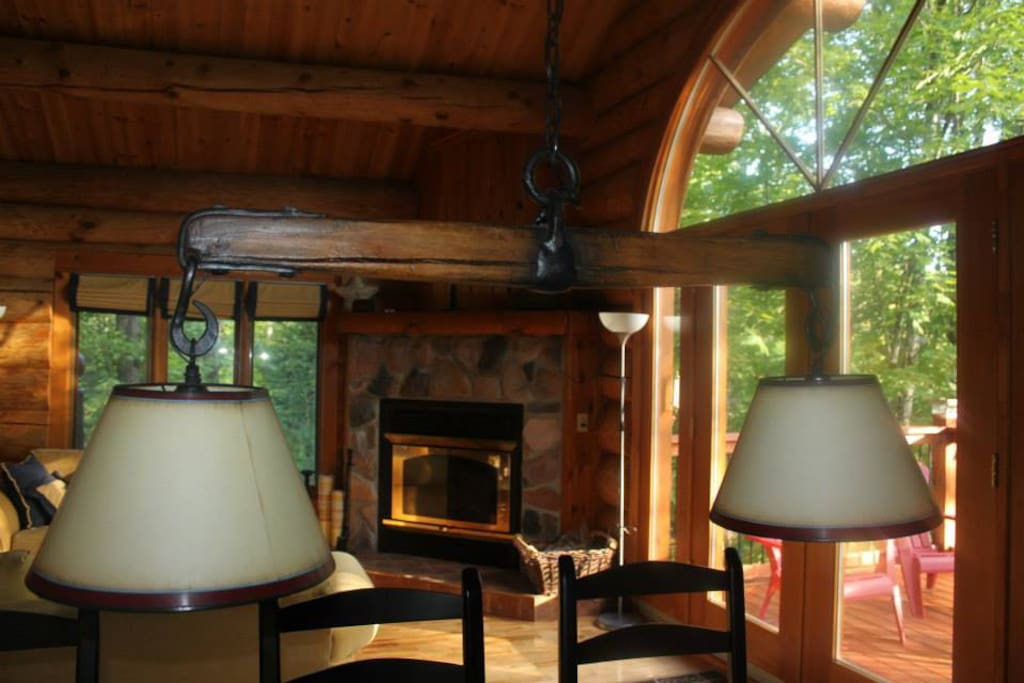 Unique features of the log home brings in extra charm