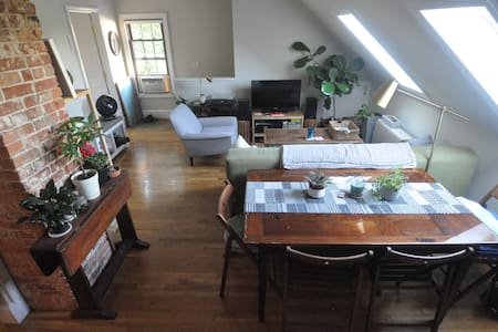 Danton Abbey: set back apt in West End/Old Port - Lejlighed