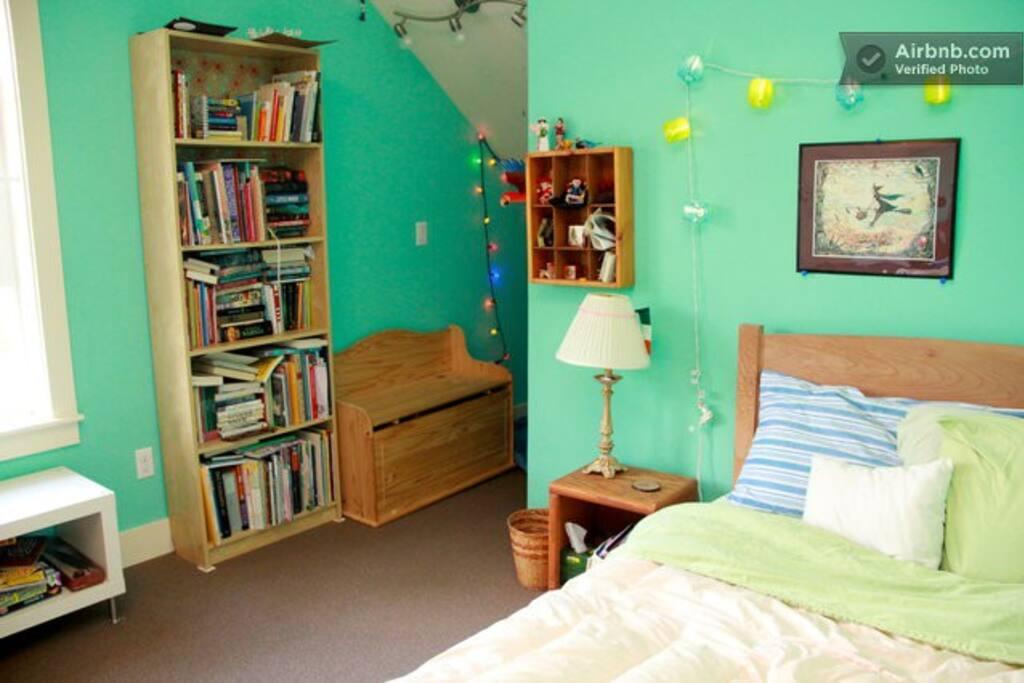 Hawthorne Sunny Day Room