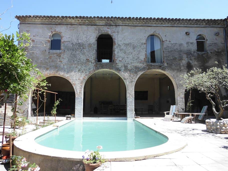 salon d'été avec piscine