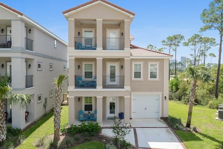 Brand new 3 story 4 bed, 3.5 bath with water views - Pensacola - Rumah