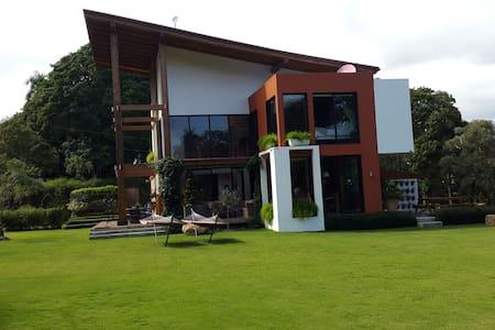 Lujosa casa de campo en Jarabacoa - Villa