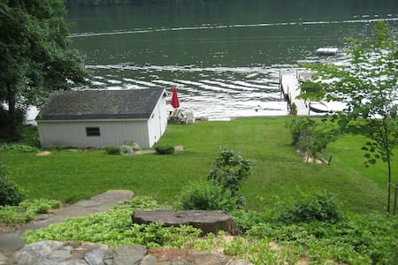 Lake Cottage 70 miles from NYC - New Fairfield - Huis