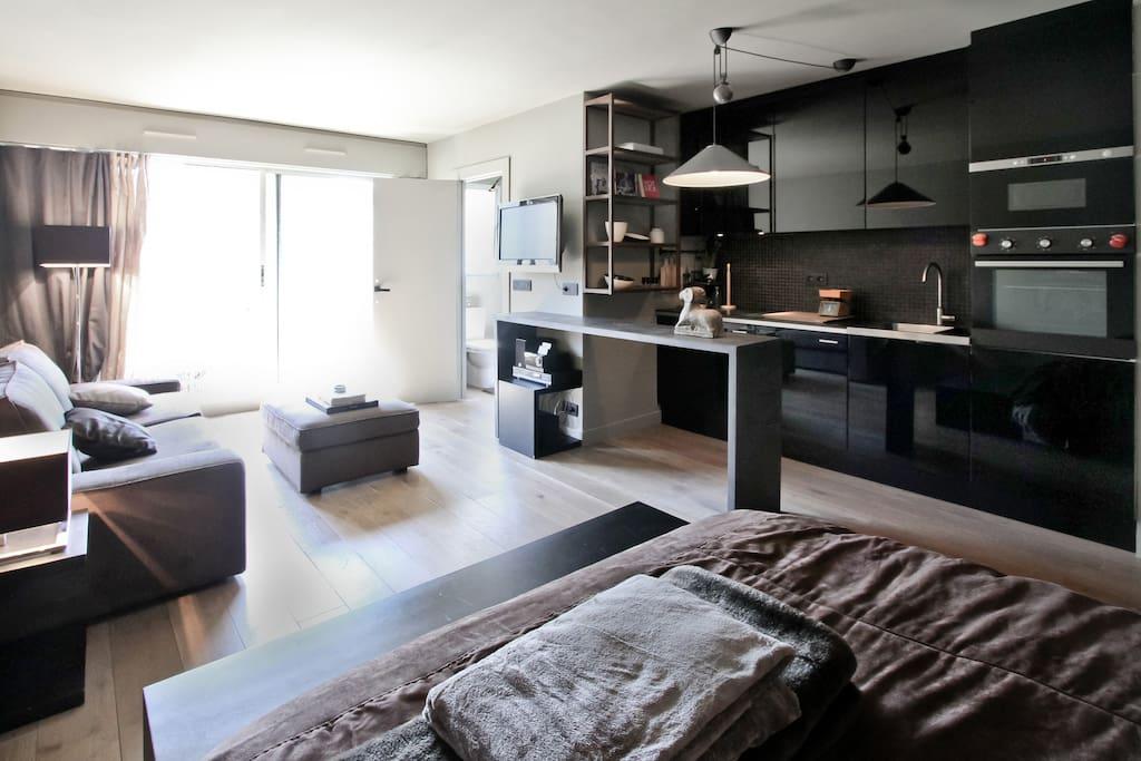 Paris | Canal St Martin | République | Our apartment | living room & kitchen | view on the garden