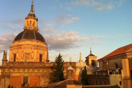 ATTIC IN MADRID CENTER - La Latina