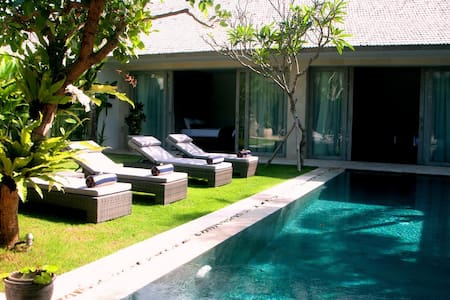 Room type: Private room Property type: Villa Accommodates: 6 Bedrooms: 1 Bathrooms: 3
