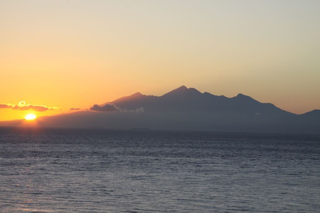 Follow the Sun over Lombok