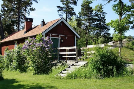 Charming house w/ garden by the sea - Cabin