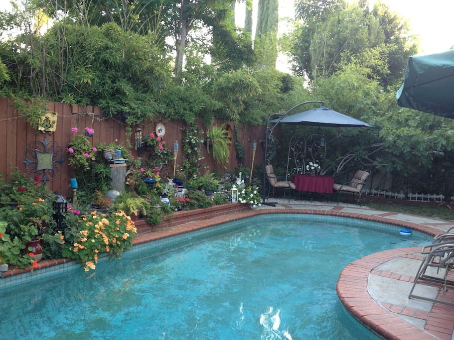 LIFE IS GOOD IN L.A  BED&BREAKFAST