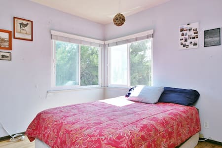 WeHo Sunny Bedroom & private bath*