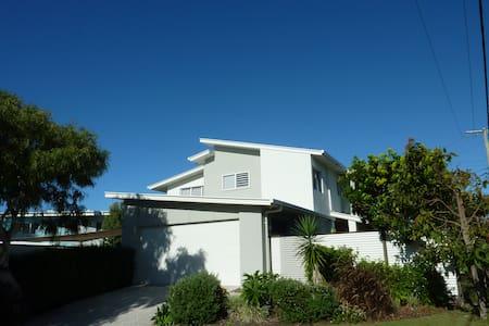 Sunshine Coast Family Beach Escape - Haus