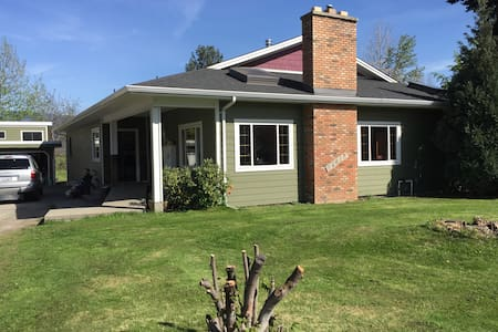 Comfy house on Biagioni Ave - Summerland