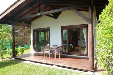"""Faré MANUREVA  """"bungalow Honu"""" - Hus"""
