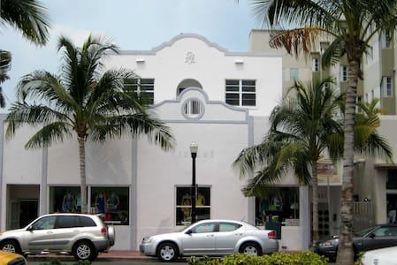 Designer SoBe condo 1 blk to ocean - Miami Beach