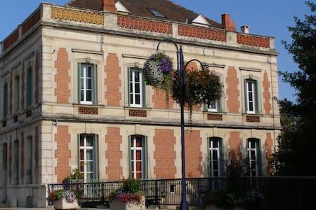Les Balcons de la Seugne/La Rivière - POns