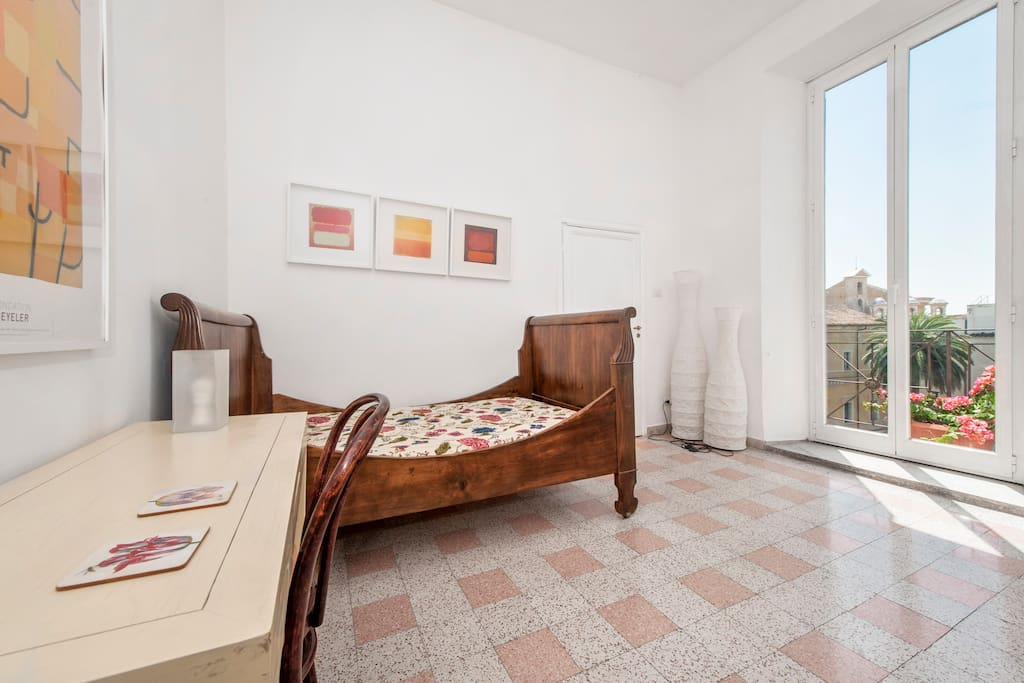 Room in the heart of rome with asto
