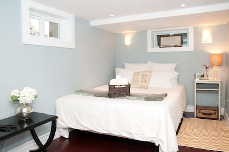 Downtown West~Elegant Private Suite - Toronto - Lakás