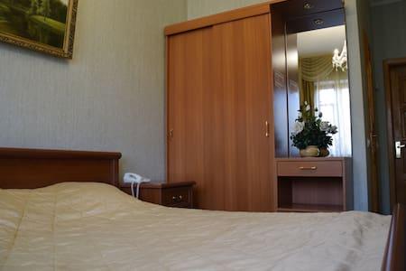 "Номер в гостинице ""Саяны"" - Bed & Breakfast"