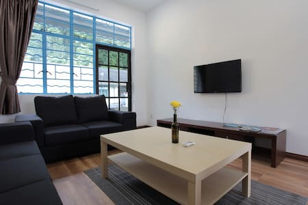 CENTRALLY LOCATED 3BR shophouse - Yola Suite 2 - Townhouse
