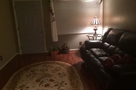 Spacious duplex in quiet neighborhood - Peoria - Apartment